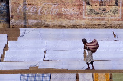 Inde, Varanasi, Lessive sur les Ghats