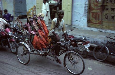 enfants-dieux de Benares